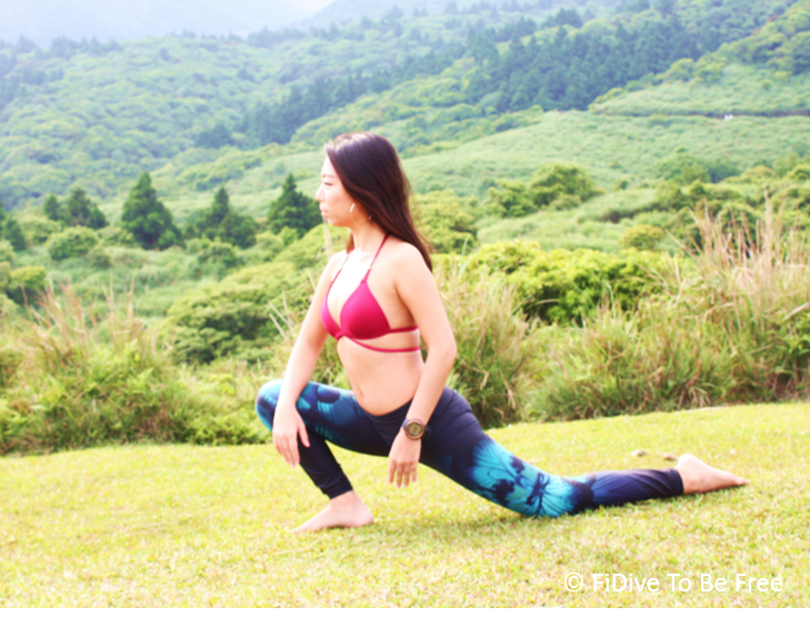 Lunge with kneel on land to stretch your thigh